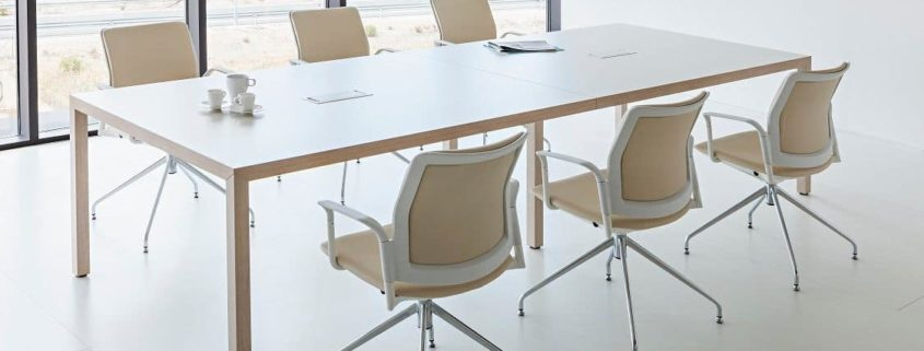 mesa reuniones en girona